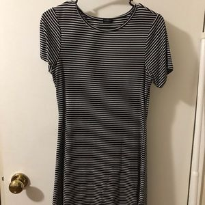BRANDY MELVILLE stripped t-shirt dress 💓
